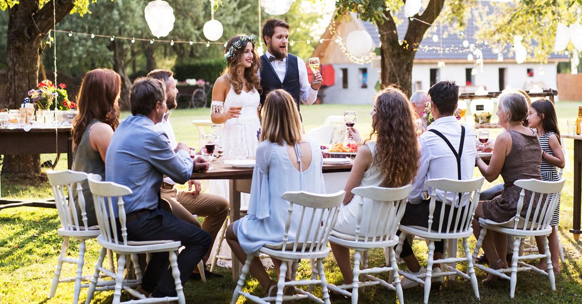 นักมายากลระยะใกล้เป็นทางเลือกที่ดีสำหรับผู้ให้ความบันเทิงในงานแต่งงานของคุณ